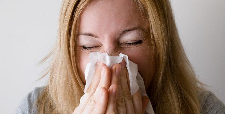 Los estornudos son frecuentes en los casos de alergias