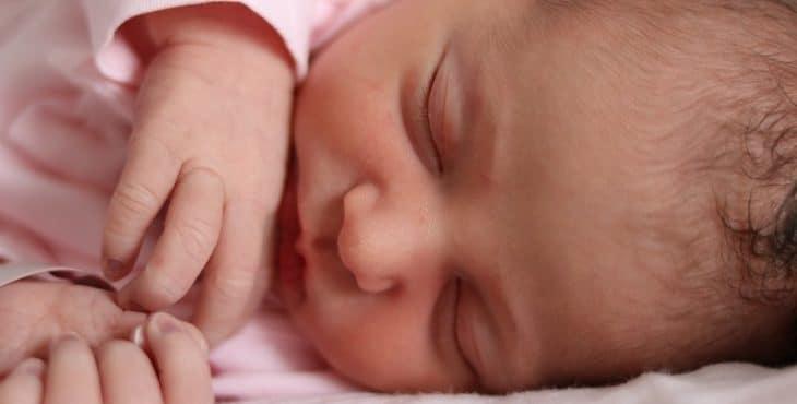 Recién nacido durmiendo