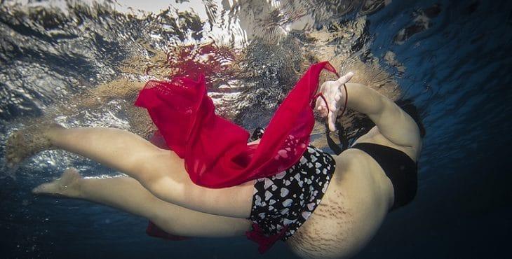 Embarazada nadando