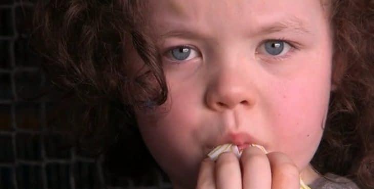 Niña con trastorno del espectro autista