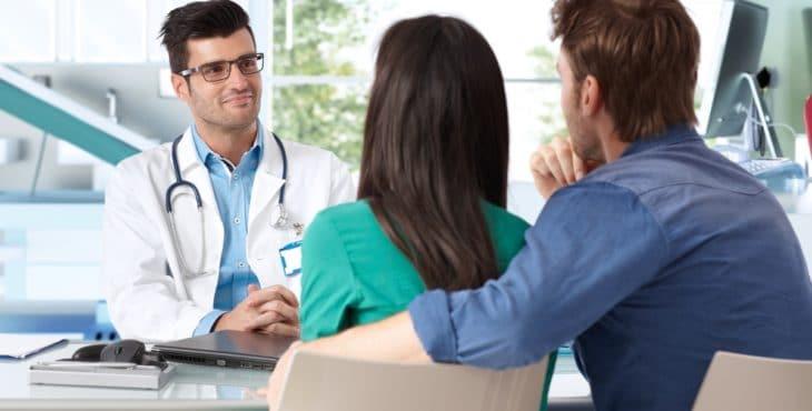 Visitar al ginecólogo o al médico de la familia
