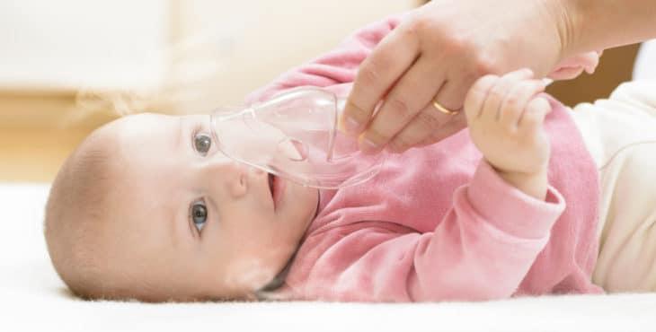 Niño con bronquitis