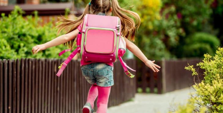 Cómo se adapta al colegio sin sus padres.