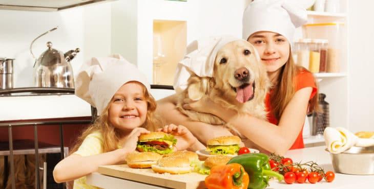 Niños cocinando recetas con carne picada