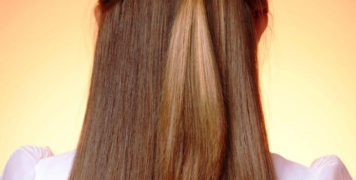 Atractiva forma de llevar el pelo lacio