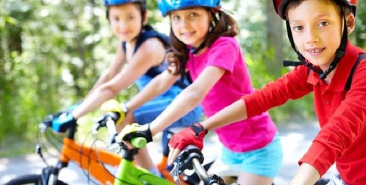 Niñas en bicicletas