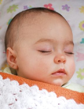 Coloca el bebé en su cuna antes que se duerma
