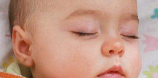 regurgitaciones Coloca el bebé en su cuna antes que se duerma