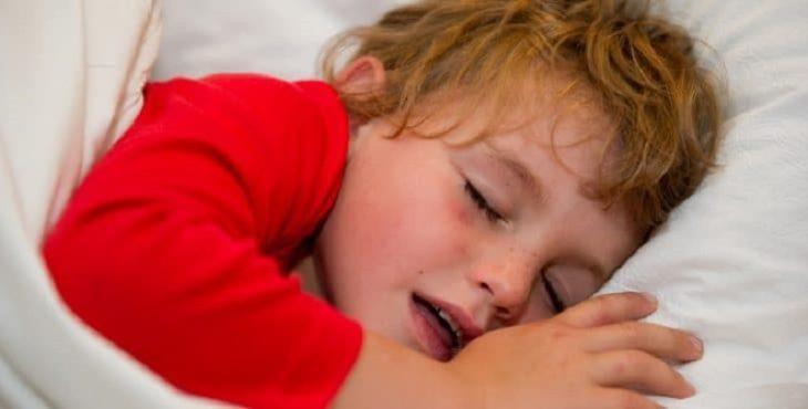 Niño roncando