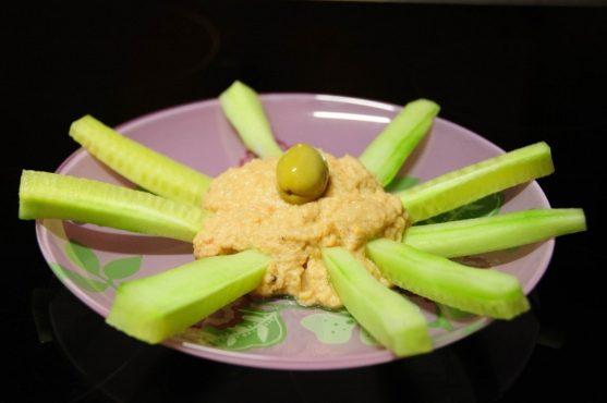 Flor de pepino y humus
