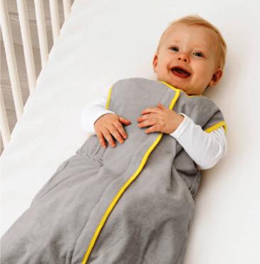La seguridad el bebé en la cuna